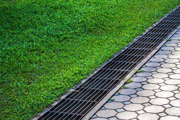 Sistema de drenaje en jardines